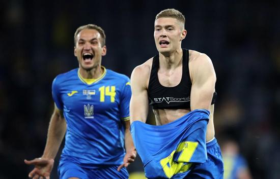 بهترین گجتهای یورو؛ از ساعت ساوتگیت تا دستکش دوناروما